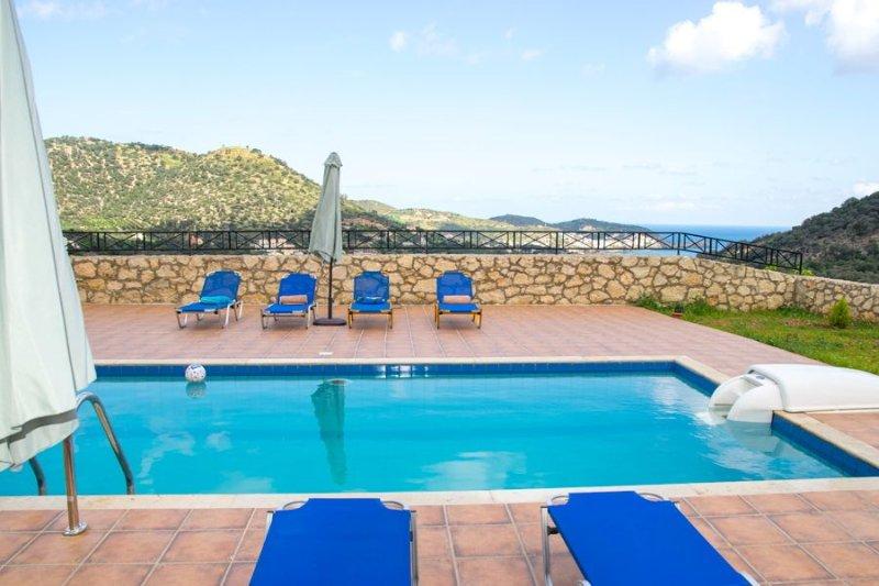 VILLA SEASCAPE WITH PRIVATE POOL AND SEAVIEW, casa vacanza a Almirida