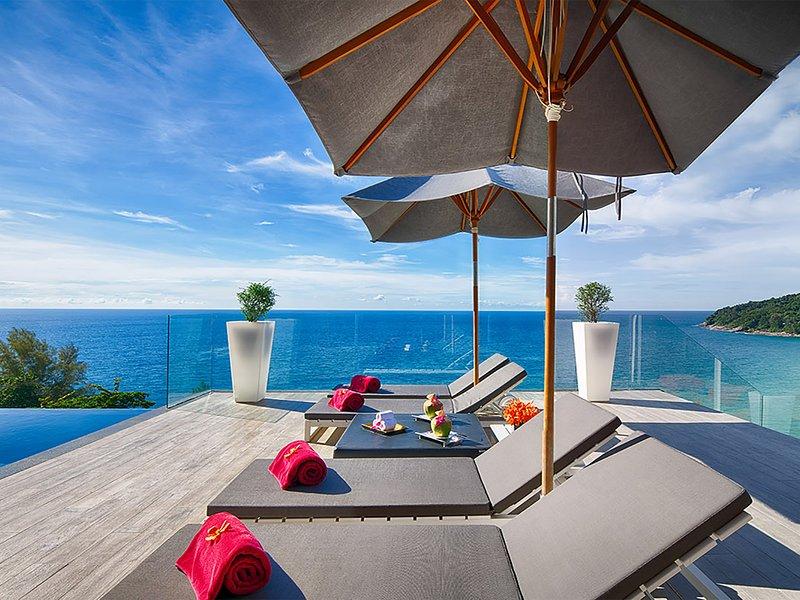 Malaiwana Villa M - Sun loungers pool deck
