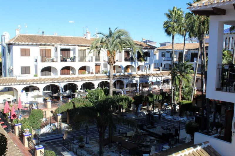 1 Bed Apt on Villamartin Plaza, Views, Food, Drinks, Golf and Beaches, vacation rental in Orihuela Costa