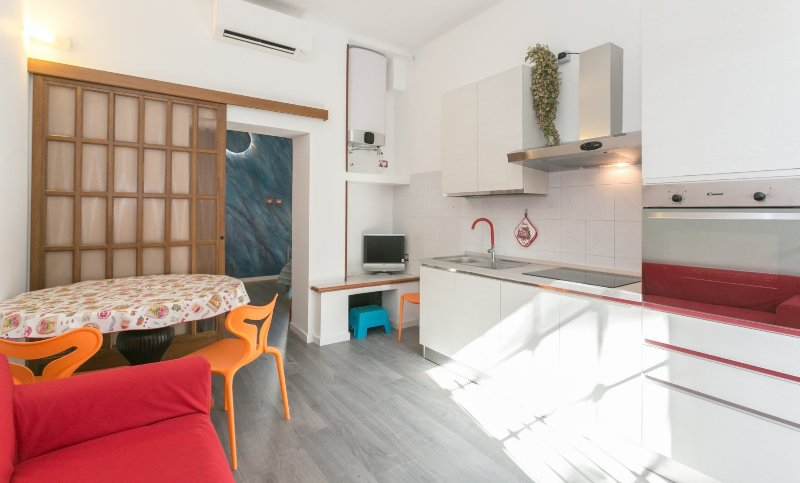Design Suite for two in Milano Center. Near Subway M5., vacation rental in Novegro