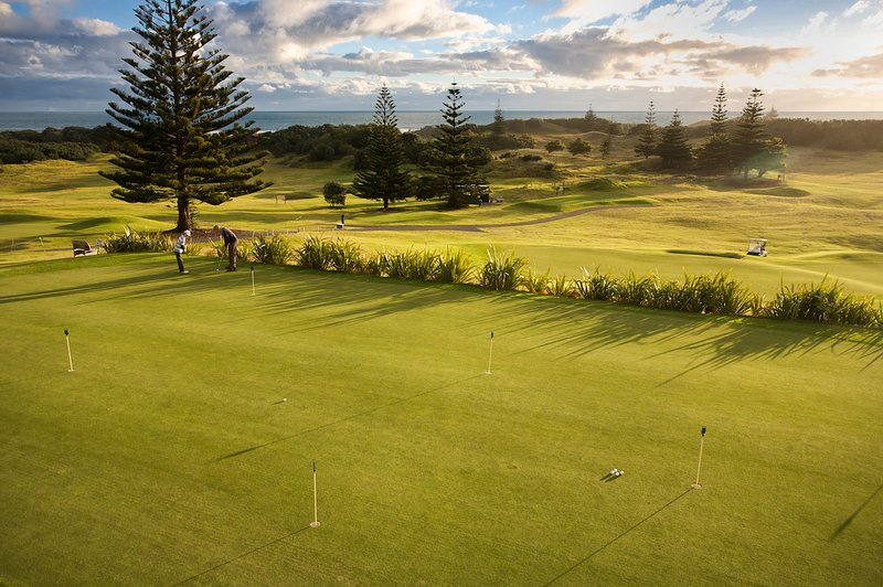 Links Golf Course a stones throw from Coast Retreat