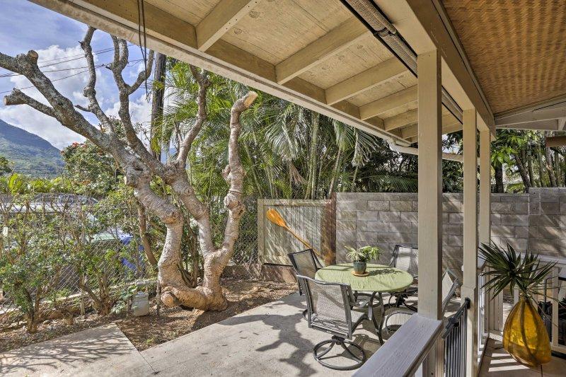 Votre prochaine escapade hawaïenne attend à ce 2 chambres, vacances maison de location 1-bain à 5 minutes de Kailua Beach.