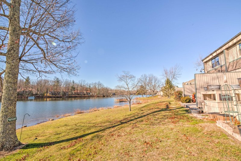 Explore Crossville from this vacation rental townhome!