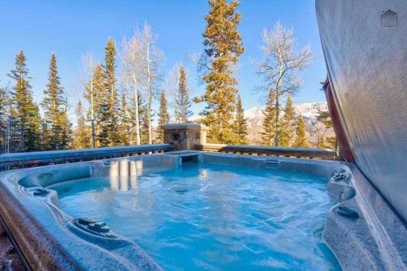 The views of the San Juan mountains from the hot tub are second to none.