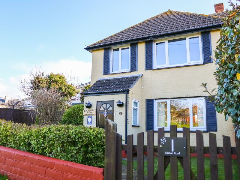 DOWNSVIEW HOUSE, countryside views, WiFi, beach and harbour nearby, Ref 973324, holiday rental in St Helens