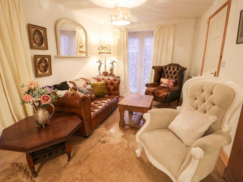 THE MANOR COTTAGE, hot tub, conservatory, en-suites, in Swaffham, Ref. 973148, casa vacanza a Downham Market