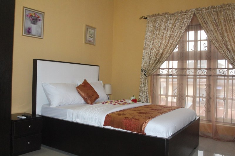 VINCHEE SUITES - #2 Standard Room, holiday rental in Lagos State