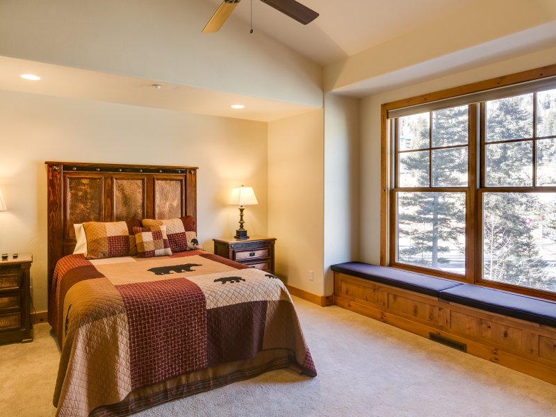 Master bedroom with an amazing view! Queen bed