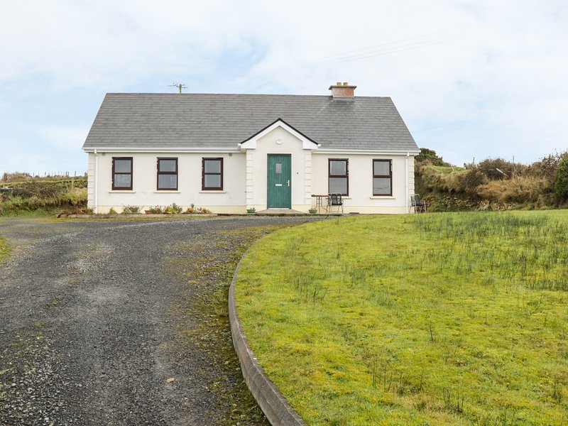 ATLANTIC VIEW, open fire and solid fuel stove, distant views, pet-friendly, vacation rental in Ballycastle