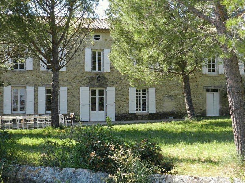 'les-cles-de-saint-pierre' , maison de maître du 18e siècle rénovée, location de vacances à Suze-la-Rousse