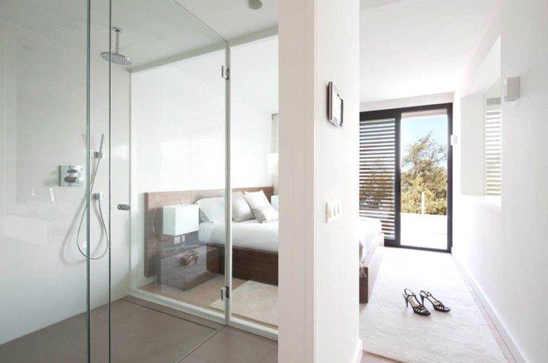 dormitorio principal con baño privado y vistas a la montaña
