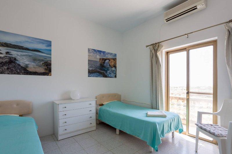 Katalina House - Bedroom 1, holiday rental in Ghajnsielem