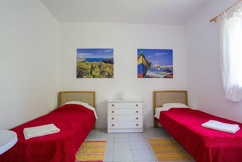 Katalina House - Bedroom 3, holiday rental in Ghajnsielem
