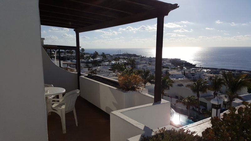 Lago Verde, Suite A4 - Panoramic Sea View - 2 Bedrooms, Private Owner, holiday rental in Puerto Del Carmen