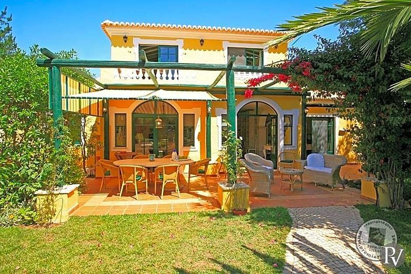 Monte Judeu Villa Sleeps 10 with Pool and Air Con - 5433012, holiday rental in Espiche