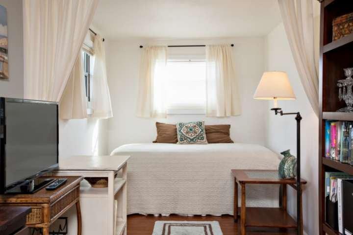 cama individual, 1 plazas en el espacio de oficina.