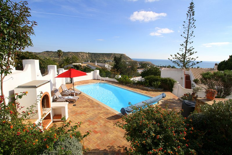 Sea View Villa.. Detached villa with lots of garden and very special sea views !, holiday rental in Espiche
