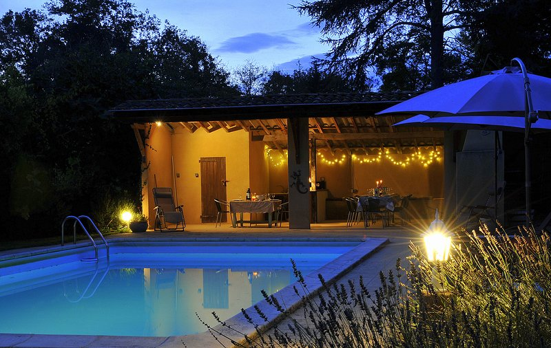 Poolhouse, perfect day or night for socialising with seating for up to 16, bar, fridges & BBQ