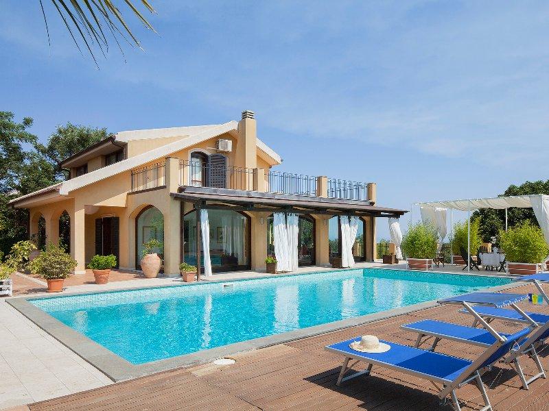 Catania Artist Retreats, holiday villa between Taormina and Catania, vacation rental in Tremestieri Etneo
