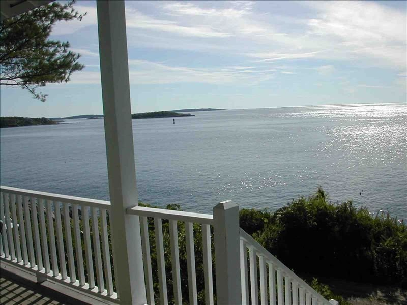 Enjoy Sweeping Waterfront View, Watch Lobster Boats from Porch, holiday rental in Peaks Island