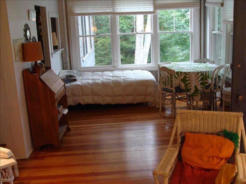Méridienne, planchers refinsihed dans le salon.