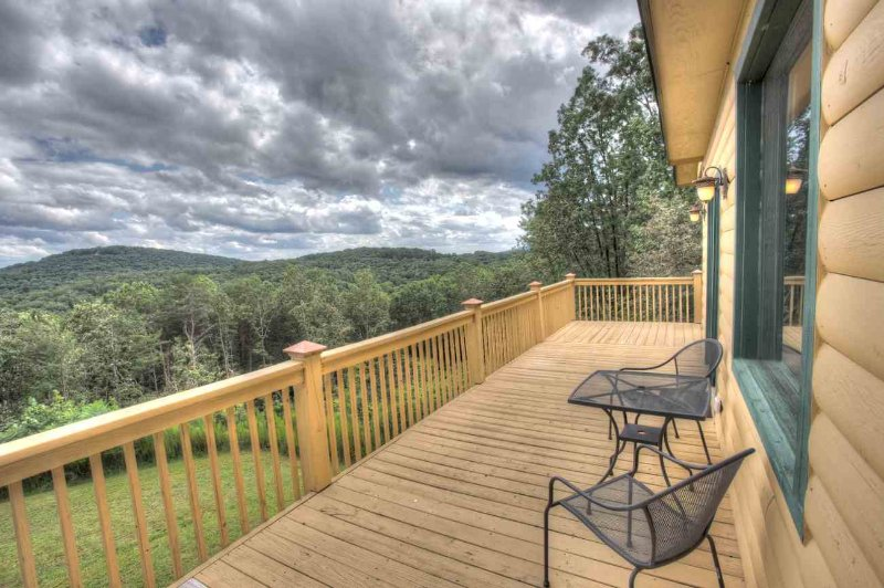 Deck w Seating