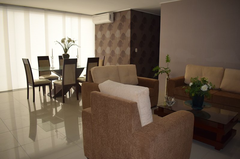 Beautiful 3 bedroom-furnished apartment, holiday rental in Bolivia