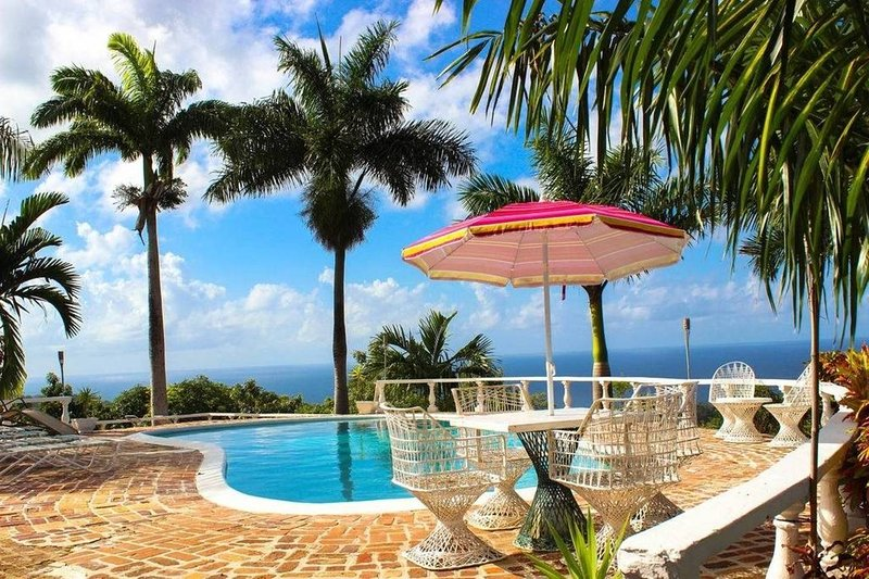 Spacious, comfortable One bedroom Villa B- (LaSol), holiday rental in Long Bay