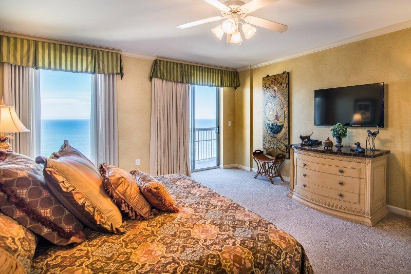 Oceanfront Master Bedroom w Balcony Access