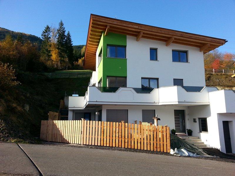 Garconniere für 2 Personen mit Kochgelegenheit Haus Sabrina Ski Hochzillertal, holiday rental in Kolsassberg