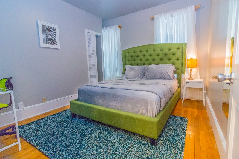 Queen Bedroom-Quirky bed