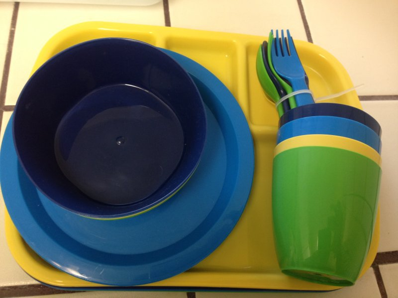 Los platos y utensilios para niños.