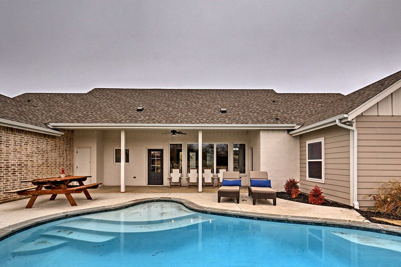 Modern Home By Granbury Country Club Beach Has Private Outdoor