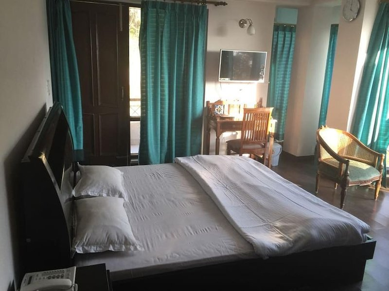 WISPERING PINES - Room 4, casa vacanza a Jubbarhatti
