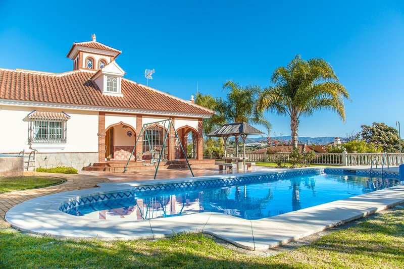 Cubo's Villa Catalina, holiday rental in Estacion de Cartama