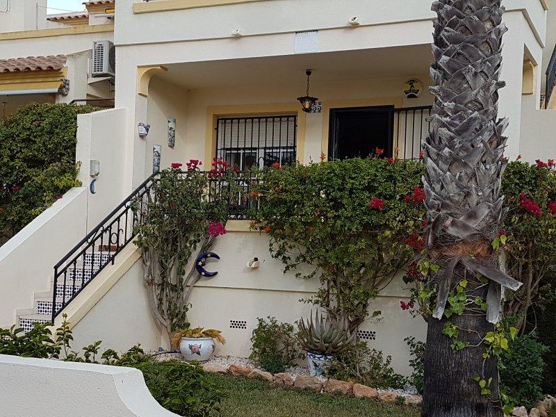 2 bedroom ground floor apartment in Villamartin, vacation rental in Orihuela