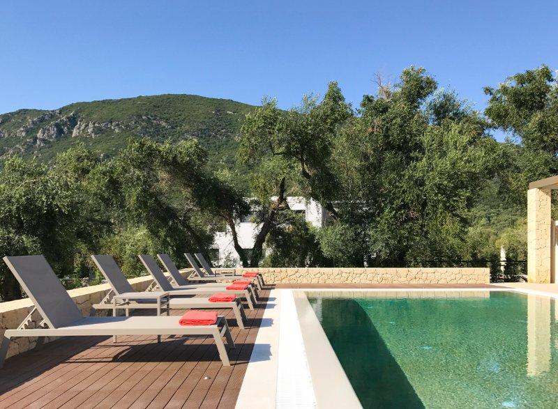 Agios Mathaios Villa Sleeps 6 with Pool and Air Con - 5506783, holiday rental in Agios Matthaios