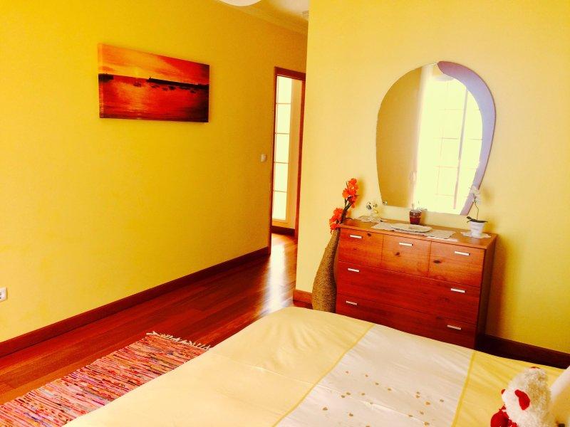 habitación luminosa y ventilada, con mucha luz