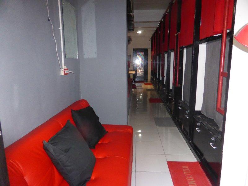 dormsin hostel. 18 Japanese Pod Style beds, holiday rental in Krabi Province