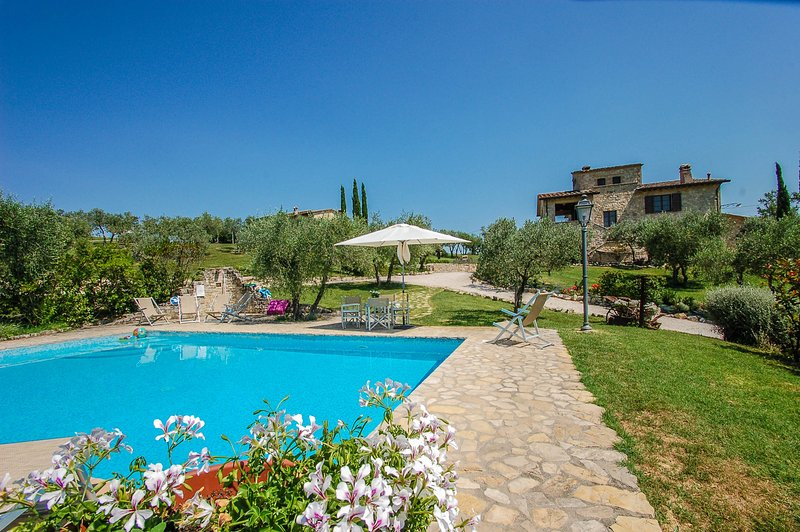 Villa with private pool, air conditioning near Todi and Perugia, vacation rental in Fratta Todina