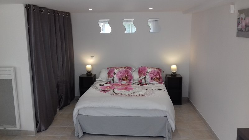 """Gite """"Au P'tit Clam"""": nice house-studio, located in a quiet and relaxing place, 5 minutes from Jonzac"""