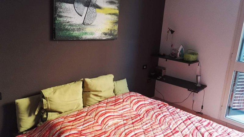 Camera da letto con letto matrimoniale e divano letto