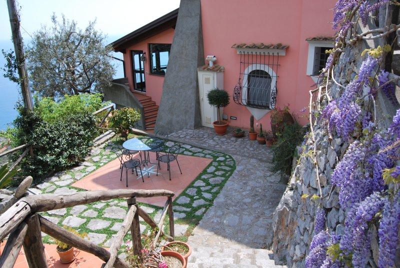 Villa appartamenti e camere vista mare , giardini, relax  e natura, vacation rental in Fiordo di Furore