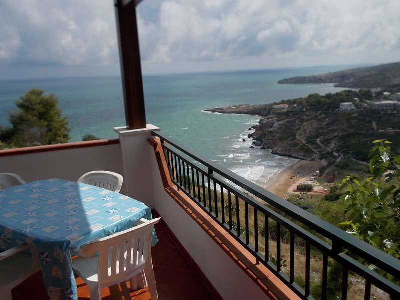 maisons de vacances sont situés dans la baie de procinisco deux et trois chambres équipées à 300 mt mer