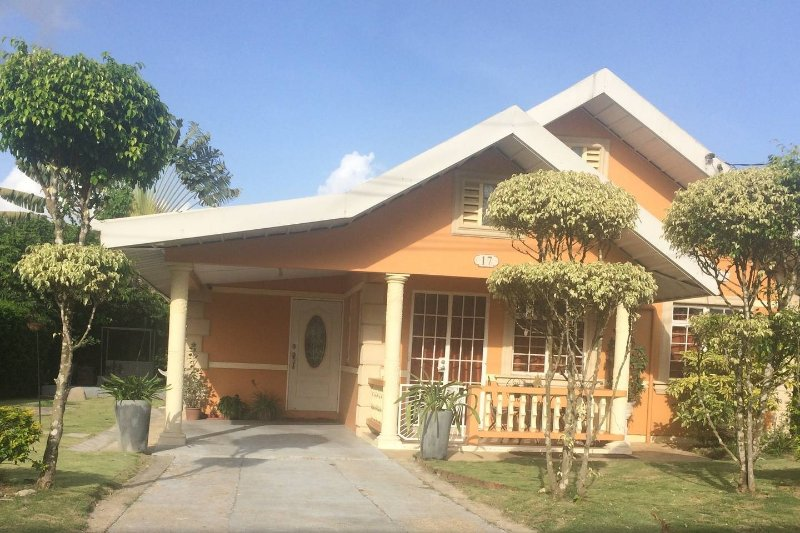 Cosy Central home, vakantiewoning in San Fernando