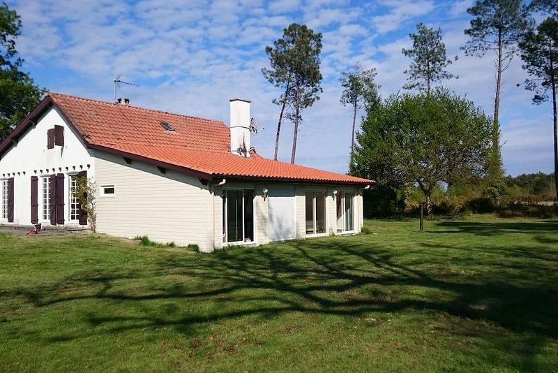 Très grande maison familiale dans parc de 1,2 ha, vacation rental in Lit-et-Mixe