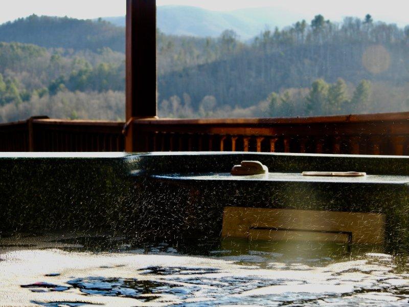 Kick achterover en geniet van het uitzicht vanaf uw eigen hot tub!