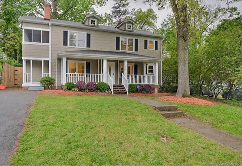 Large historic home in COMMONWEALTH PARK, vacation rental in Matthews