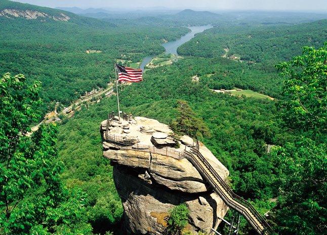 Chimney Rock State Park, em Chimney Rock, NC, fica apenas a 45 minutos do Saluda Vista.