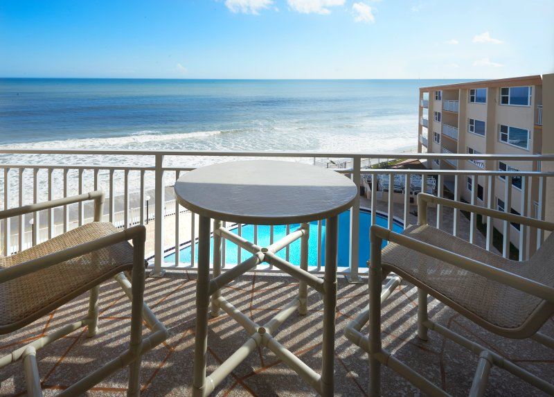 Penthouse - Direct Oceanfront - Fully Renovated, vacation rental in Satellite Beach